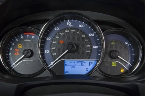 Панель приборов автомобиля Toyota Corolla