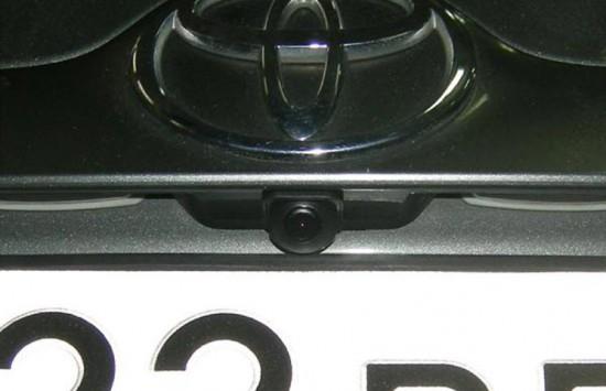 Камера заднего вида, установленная в ручку багажника Toyota Corolla