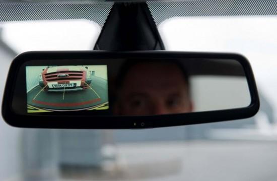 КЗВ, подключенная к зеркалу заднего вида с монитором
