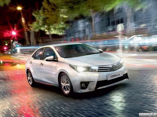 Toyota Corolla 11 поколения на дороге