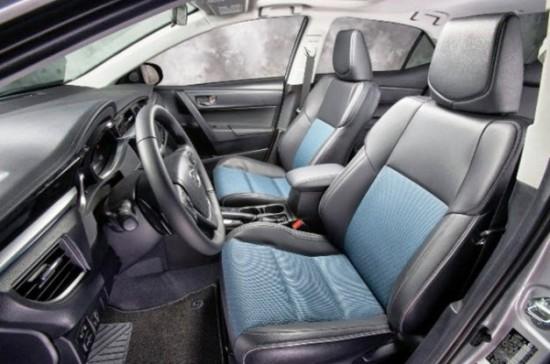 Салон автомобиля Тойота Королла