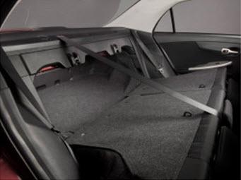Сложенные задние сиденья Toyota Corolla 2010