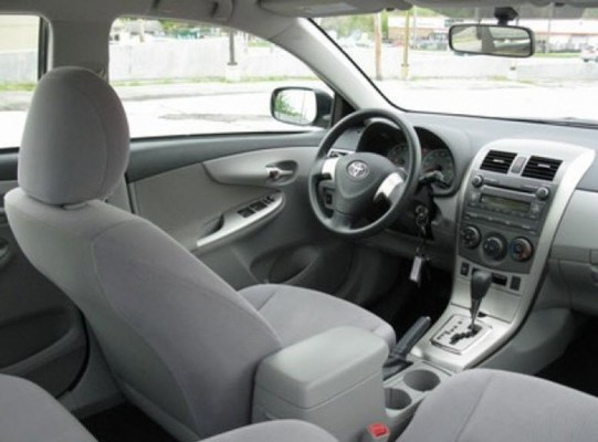 Интерьер Toyota Corolla 2011