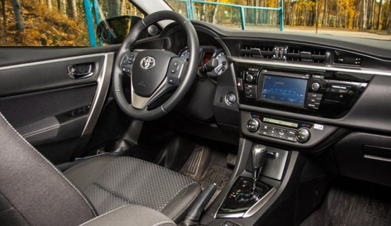 Вид изнутри Toyota Corolla 2013