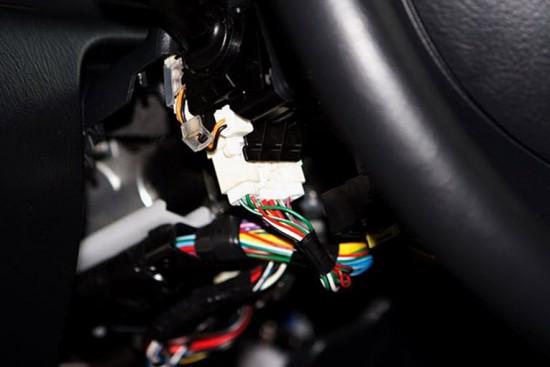 Разъем левого рулевого переключателя