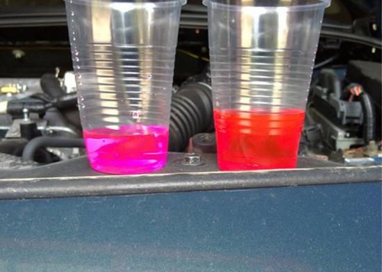 Оригинальные антифризы марки Toyota розового и красного цвета
