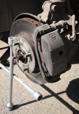 Тормозной механизм в сборе после снятия колеса