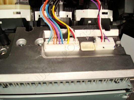 Электрические разъемы магнитолы, которые нужно отсоединить