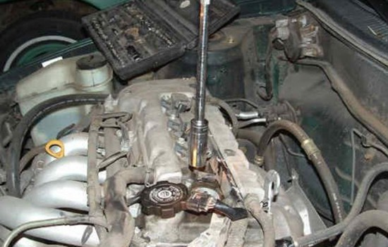 Замена свечей зажигания в Toyota Corolla