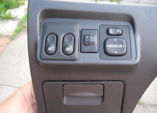 Панель с установленными кнопками управления подогрева сидений