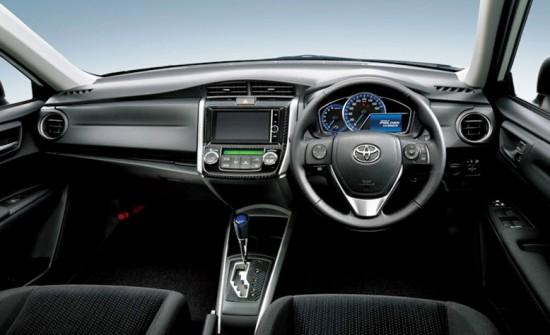 Передняя часть салона Toyota Corolla Fielder 2014