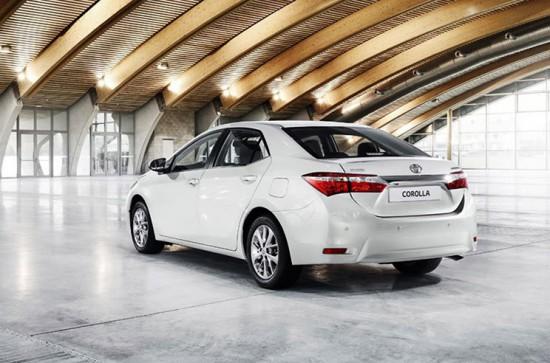 Элегантность и сдержанность в экстерьере Toyota Corolla