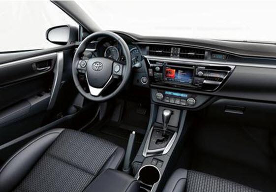 Опции в Toyota: камера заднего вида, CarPlay, Яндекс Навигация