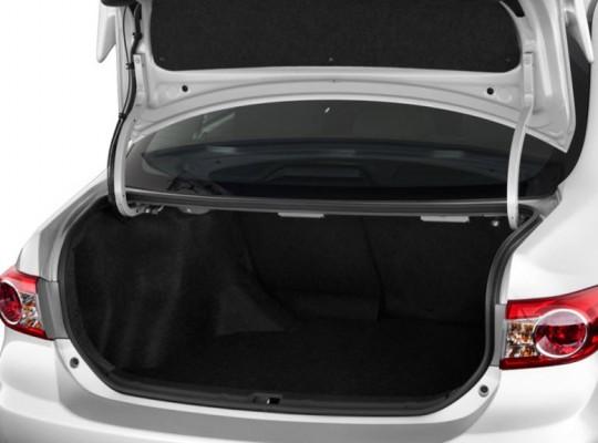 Багажник седана Toyota Corolla Axio
