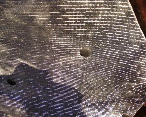 Теплоизоляционный материал, закрепленный клипсами