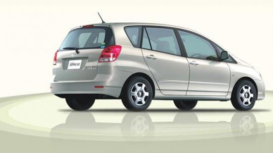 Вместительный и компактный Toyota Spacio