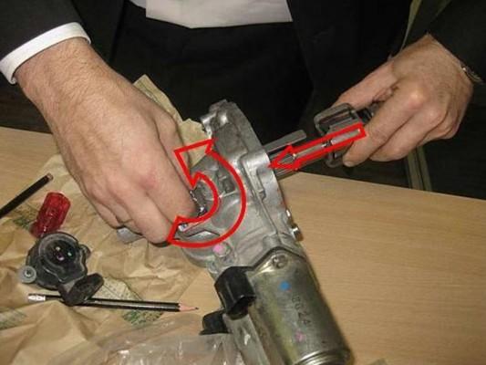 Прокручивание ротора привода датчика выбора передач