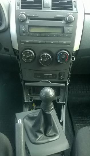 Снятие накладок коробки переключения передач