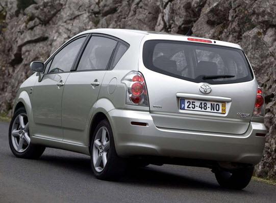 Второе поколение Corolla Verso