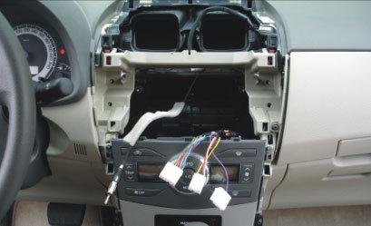 Вид панели после извлечение магнитолы