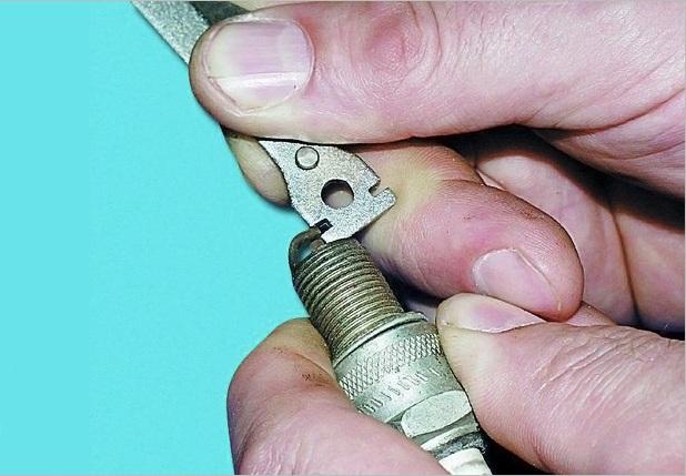 Специальный ключик для регулировки зазора