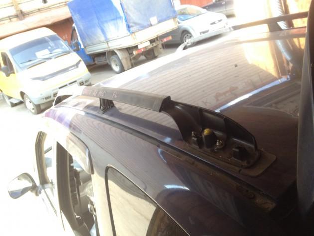 Машина с установленными рейлингами