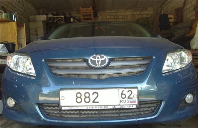 Автомобиль с установленным бампером и сеткой на радиаторной решетке